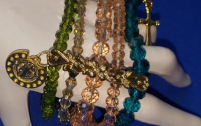 Diseño de cinco pulseras en una ¡aprende a hacerla!